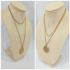 iqclothessavvy2 Jewelry - Goldtone Oversized Pendent On Rope Style Chain
